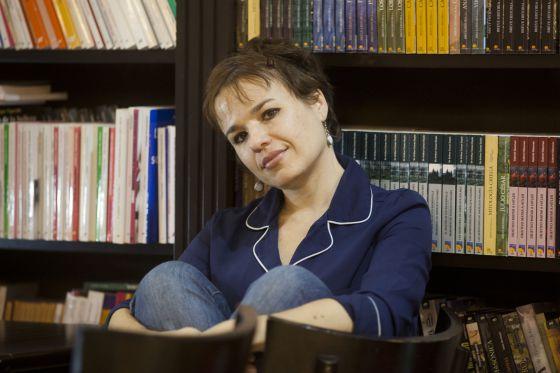 La escritora Betina González, premio Tutsquets 2012, en Buenos Aires.