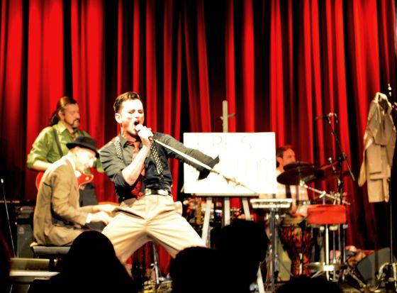 El actor Asier Etxeandía en plena actuación de 'El intérprete'.