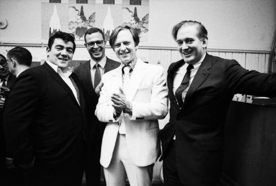 Jimmy Breslin, el editor George Hirsch, Tom Wolfe y el fundador de 'New York', Clay Felker, en una fiesta de la revista en 1967.