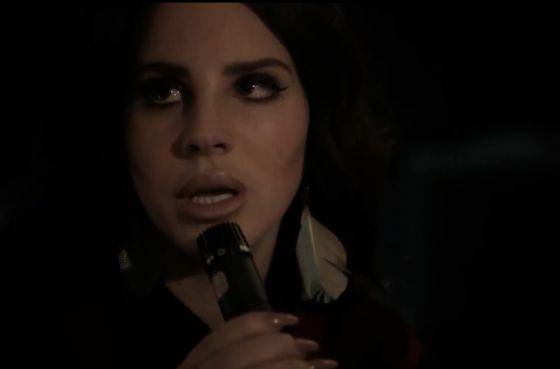 Lana del Rey se arranca por Cohen
