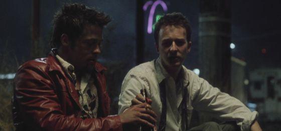 Un fotograma de 'El club de la lucha' protagonizado por Brad Pitt (izquierda) y Edward Norton.