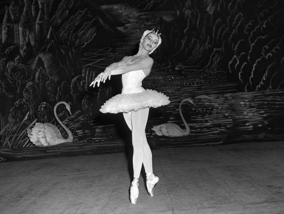 Maria Tallchief, interpretando El lago de los cisnes, en 1953.