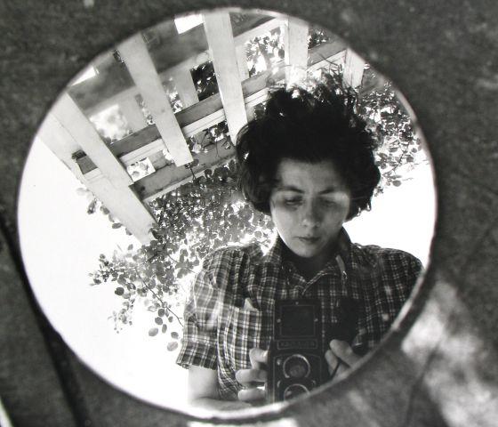 Autorretrato de Vivian Maier de junio de 1953.