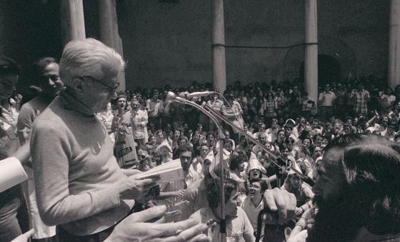 Blas de Otero, el 5 de junio de 1976, en un homenaje a Federico García Lorca en Granada.