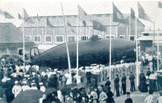 El submarino, el día de su botadura, el 8 de septiembre de 1888.