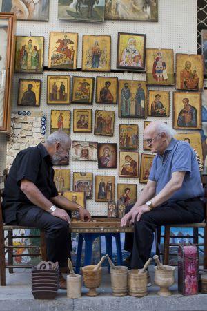 El escritor cubano Leonardo Padura y Petros Márkaris.