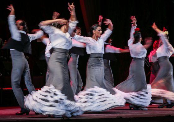Cuerpo de baile de 'Duende', que se representará en Granada hasta el 31 de agosto.