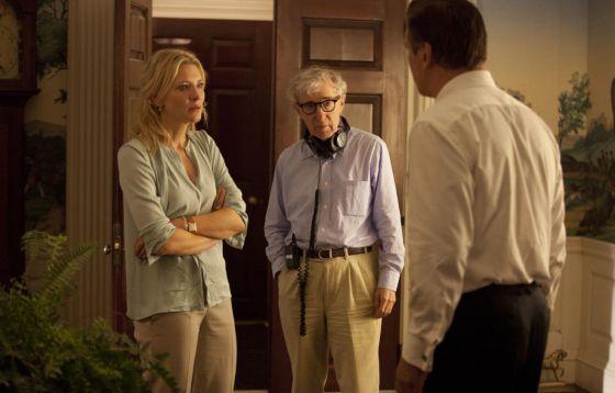 De izquierda a derecha, Cate Blanchett, Woody Allen y Alec Baldwin, en un momento del rodaje de la película 'Blue Jasmine'.