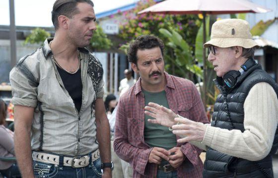 Allen da instrucciones a Bobby Carnavale y Max Casella.