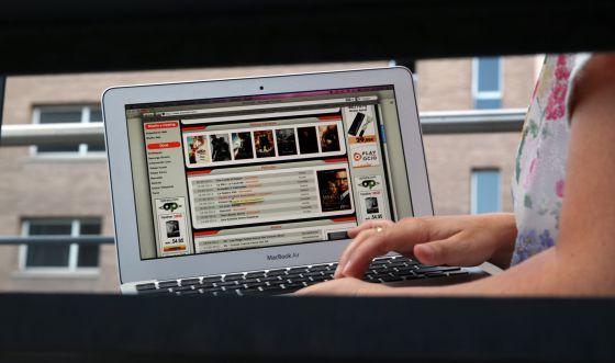 Un usuario accede a una web de enlaces, de la clase a cuyos propietarios perseguirá el nuevo Código Penal.