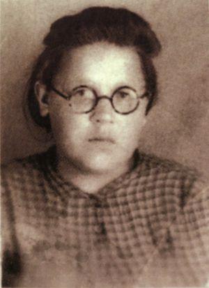 Lena Mujina, en una fotografia que aparece en le portada del libro