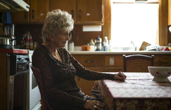 Alice Munro, en la cocina de su casa de Clinton, en Ontario, Canadá, en junio pasado.