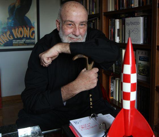 César Mallorquí en su casa de Madrid / Gorka Lejarcegi