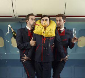 De izquierda a derecha, Javier Cámara, Carlos Areces y Raúl Arévalo, en 'Los amantes pasajeros', de Pedro Almodóvar.