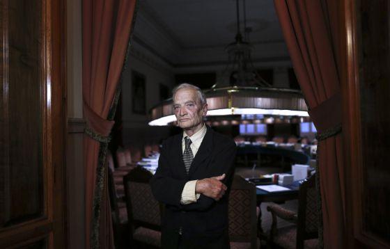 El escritor Luis Goytisolo, en la RAE.