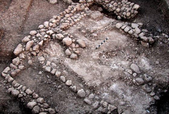 Restos de una vivienda de 10.000 años de antigüedad encontrada en Jerusalén, la más antigua de la zona según los arqueólogos.
