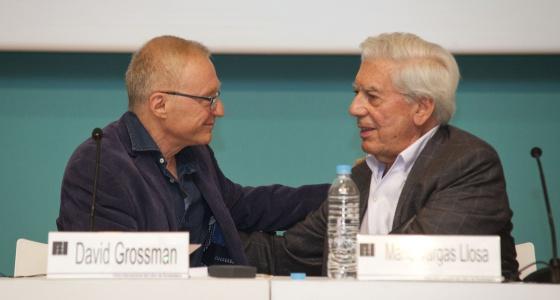 Los dos escritores, durante el encuentro en la FIL.
