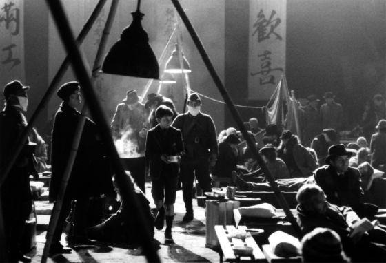 Fotograma de la película 'El imperio del sol', basada en un libro de J. G. Ballard y dirigida por Steven Spielberg en 1987.