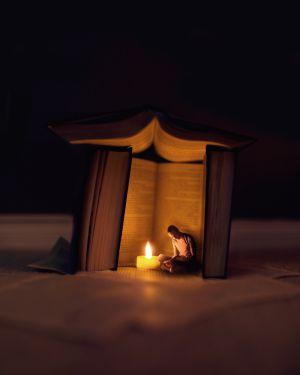 Una imagen compuesta para escenificar la lectura y, en general, la cultura como refugio.
