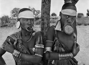 Dos vecinos del pueblo Mursi en Etiopía, 2007