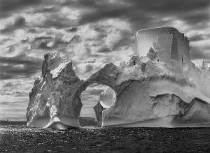 Iceberg cerca de las islas Stheland del Sur, península Antártica