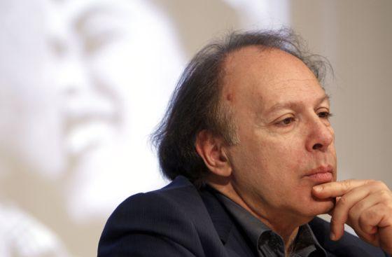 Javier Marías durante la presentación de 'Los enamoramientos', en 2011.
