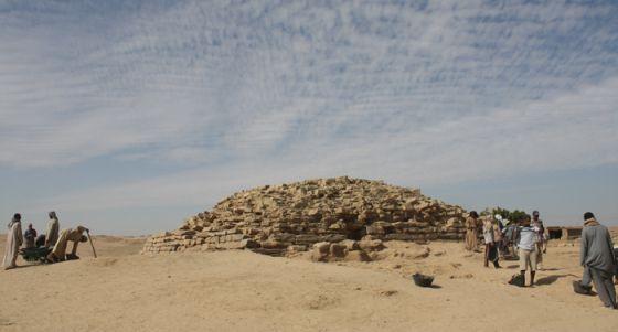 Nueva pirámide descubierta en Egipto  1391514666_074513_1391515152_noticia_normal