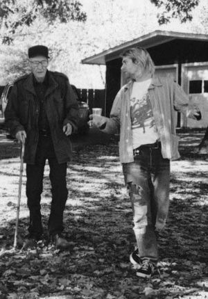 Kurt Cobain visita a William Burroughs en su casa de Lawrence (Kansas). Octubre, de 1993.