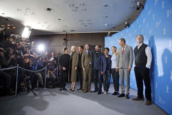 El equipo de la película de Wes Anderson (sexto por la derecha), en el Festival de Cine de de Berlín.