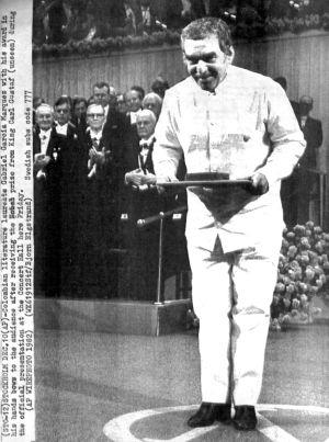 El escritor durante la ceremonia de los Premios Nobel en Estocolmo en 1982