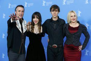 Richard Linklater (izquierda), junto a su hija Lorelei, Ellar Coltrane y Patricia Arquette, en Berlín.