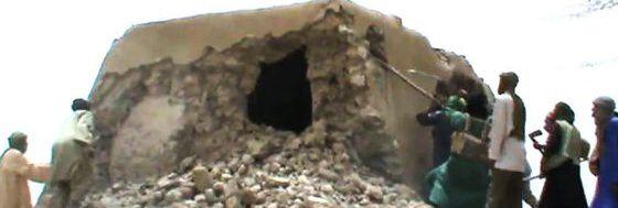Captura de vídeo en la que se ve destrozada la mezquita de Sidi Yahya, en Malí.