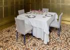 Un restaurante, una mesa