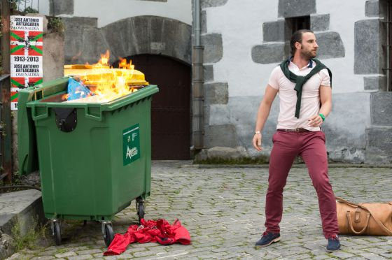 Dani Rovira en el papel de sevillano enamorado y en apuros, en un momento de 'Ocho apellidos vascos', el nuevo 'bombazo' del cine español.