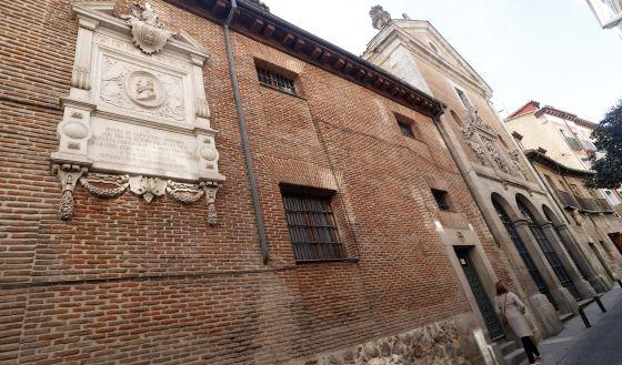Fachada de la iglesia de las Trinitarias en la calle Lope de Vega donde se encuentra el sepulcro de Cervantes.