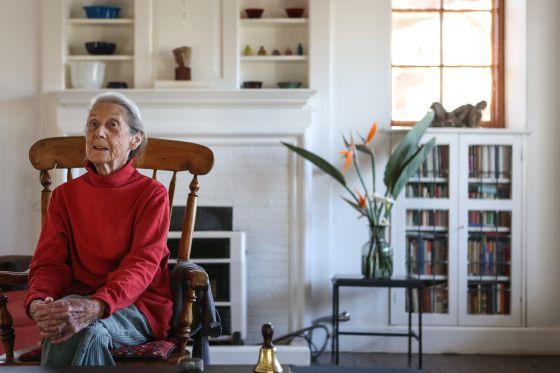 La escritora Nadine Gordimer, en su casa de Johanesburgo.