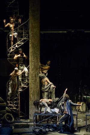 El espectacular montaje de 'La Ilíada' de la compañía Stathis Livathinos Theatre Group.
