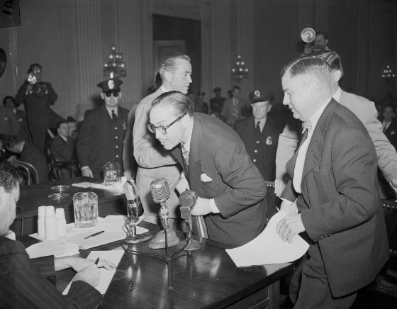 Dalton Trumbo en 1947 ante el Comité de Actividades Antiamericanas.