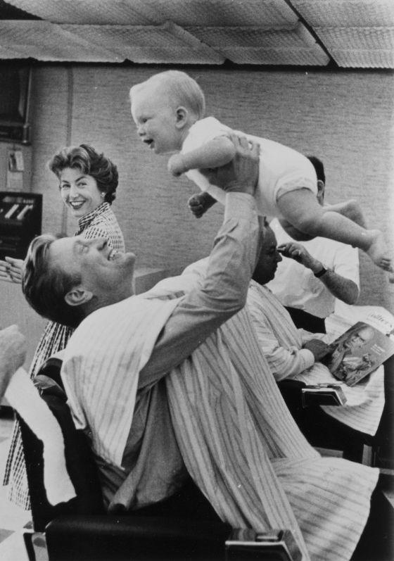 Kirk Douglas y su hijo Eric durante el rodaje de 'Espartaco'.