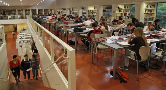 Biblioteca pública Infanta Elena en Sevilla.
