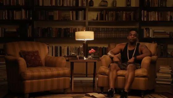 En 'Thug Notes', el cómico Greg Edwards esconde, tras su pinta de rapero y su jerga, análisis de insólita madurez