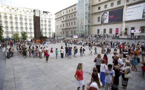 Colas kilométricas en la plaza de Sánchez Bustillo para contemplar la exposición sobre Dalí en el Reina Sofía.