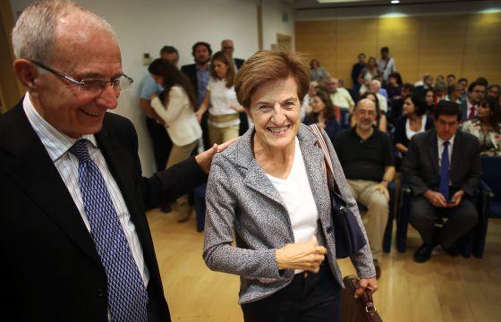Adela Cortina, antes de impartir ayer una conferencia en Valencia, junto al presidente de Etnor, Paco Pons.