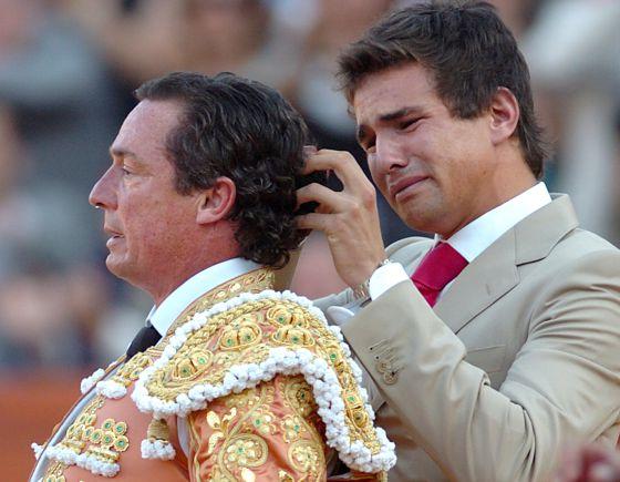 José María Manzanares padre (izquierda), junto con José María Manzanares hijo, el día del adiós del primero a las corridas de toros.