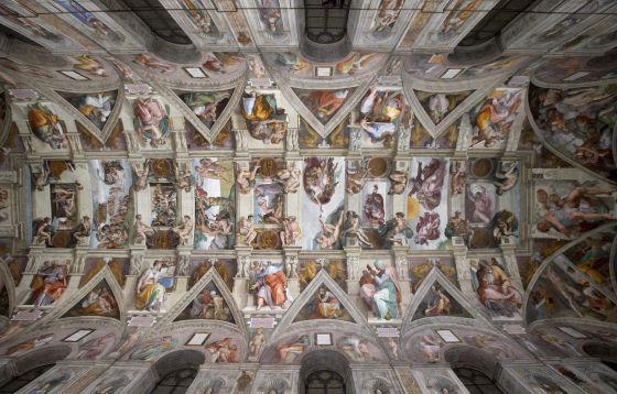 Techo de la Capilla Sixtina con la nueva iluminación que incluye 7.000 puntos de luz.