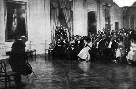 Pau Casals, en un concierto en la Casa Blanca, en una imagen sin fechar.