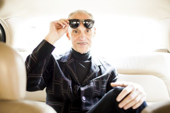 El escritor y director John Waters en su casa de Baltimore.