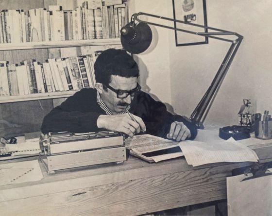 Gabriel García Márquez revisa el texto de 'Cien años de soledad'.