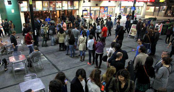 Colas en los cines Princesa de Madrid en la VII edición de la Fiesta del Cine.