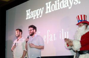 Evan Goldberg (izquierda), codirector de 'La entrevista', y Seth Rogen, coprotagonista y codirector, antes de una de las proyecciones de la película, en una sala de Los Angeles.